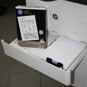 HP PageWide P77740 pojme 550 listů
