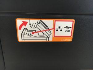 Recenze inkoustové tiskárny Brother MFC-T910DW - USB samolepka