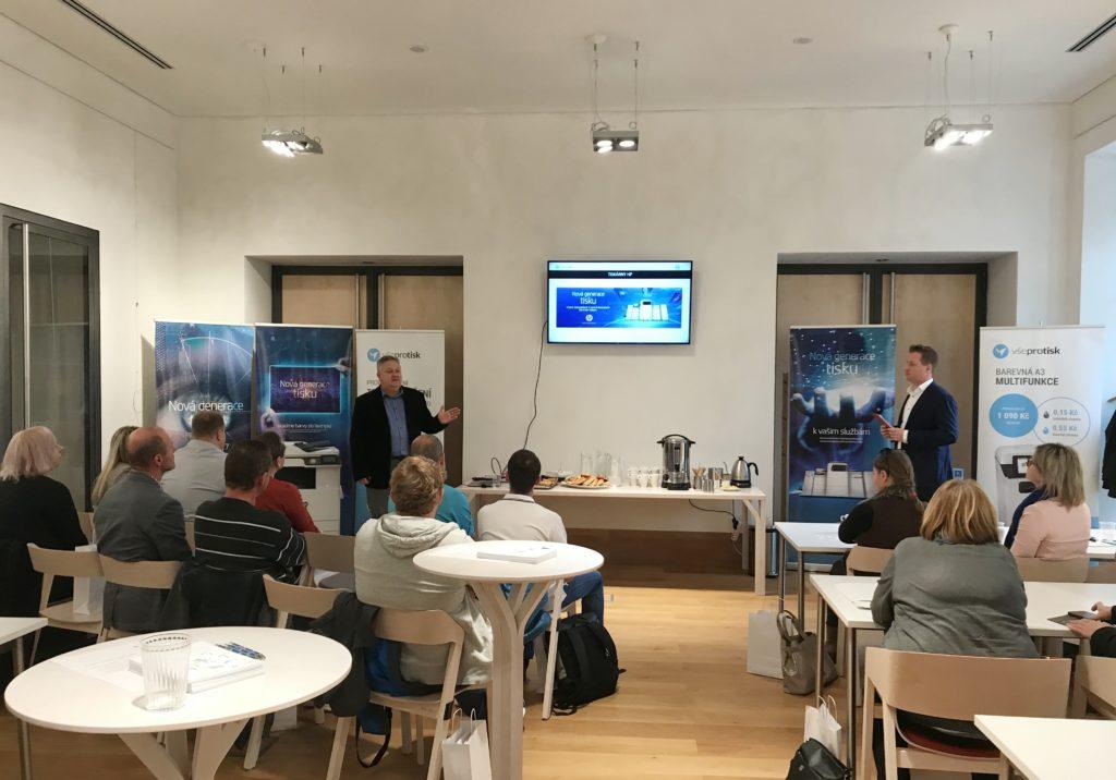 Pan Jager představil technologii tisku a budoucnost kancelářského tiskového řešení.